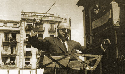 Guerrero conducting his Triptico Toledano in Toledo, a few days before his death in 1951
