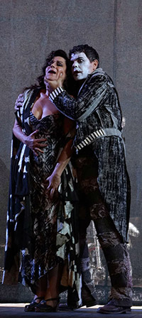 Nancy Fabiola Herrera y Rodrigo Esteves (Las golondrinas, Teatro de la Zarzuela 2016, photo ©  Javier del Real)